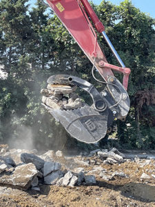 Werk-Brau Introduces Hydra-clamp® Bucket for heavy or awkward loads